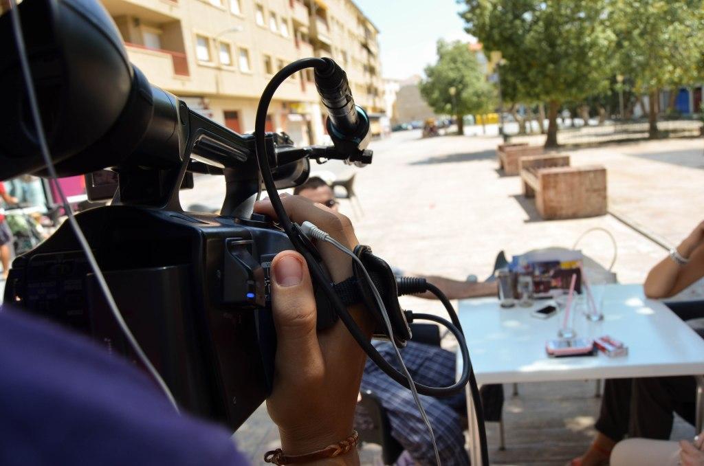 persona grabando con su videocámara